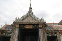 造型精美的寺庙门头