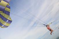 飞驰的滑翔伞
