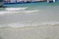 海边连绵的浪花
