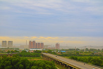 晨光中的辽河大桥与河滩春色