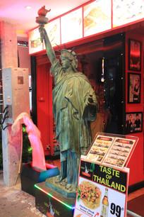 仿自由女神像石刻