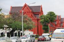 街道边的仿欧式教堂建筑