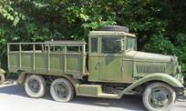 老旧的绿皮军车图片