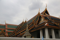 绿色屋顶的佛寺