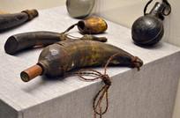 牛角制成的盛火药的工具