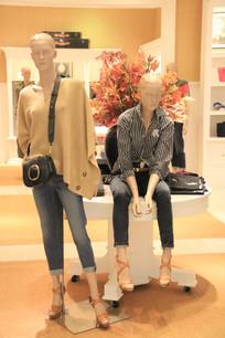 女性时装模特展示