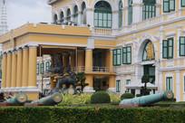 欧式建筑与绿色礼炮