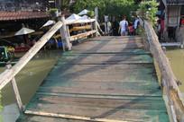 水上市场的木桥