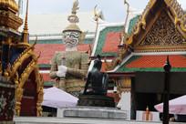 寺庙与夜叉佛像雕塑