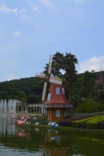 云台花园滟湖边的风车