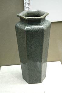 绿色陶瓷古董花瓶