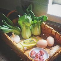 青菜鸡蛋粥的食材展示