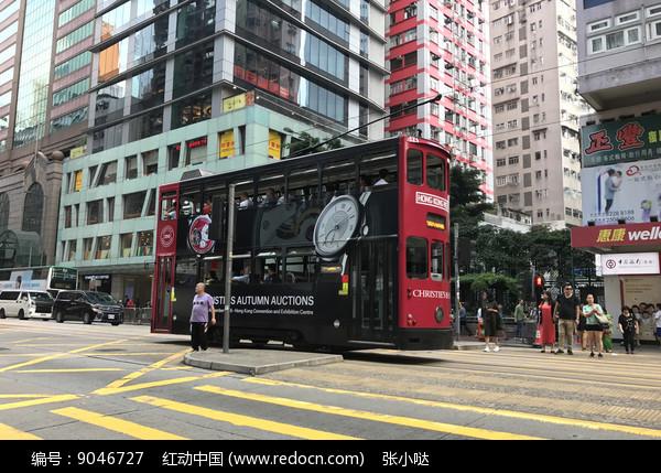 香港铜锣湾街道叮叮车图片