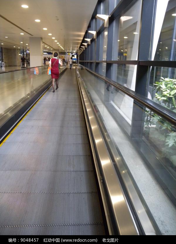 机场大厅平移扶梯图片