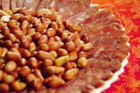 美食腊肠花生米