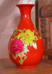炫彩红釉牡丹花瓶