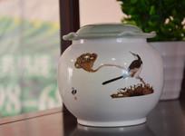 荷叶盖花鸟茶叶罐