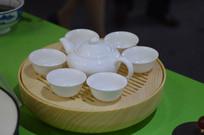 简易白色茶具