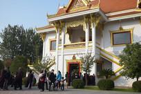 白马寺里的佛教信徒