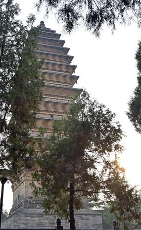 高大的齐云塔摄影图