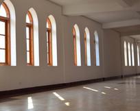 展览大厅的窗口