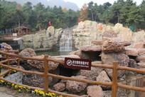 瀑布石头景区
