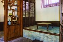 沈阳张学良居室火炕与桌子