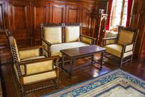 帅府张良办公室木制沙发与茶几