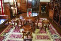 张作霖办公室木制圆桌圆凳