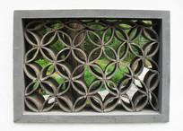 中国传统风格青瓦窗户