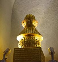 镀金的舍利塔图片