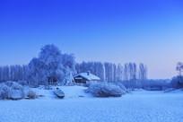 农舍的冬季风光