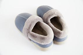 一双蓝色保暖鞋