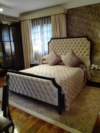 别墅白色卧室
