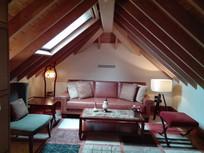 别墅顶层会客厅横构图
