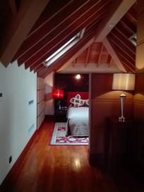 别墅顶层卧室