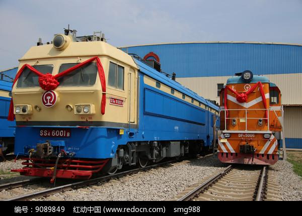 国产内燃机火车车头图片
