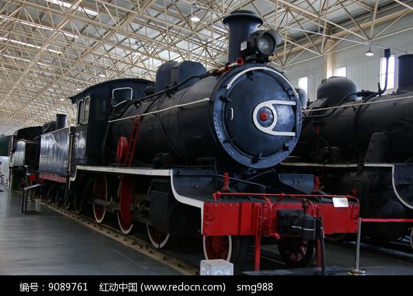 黑色的蒸汽机火车头图片