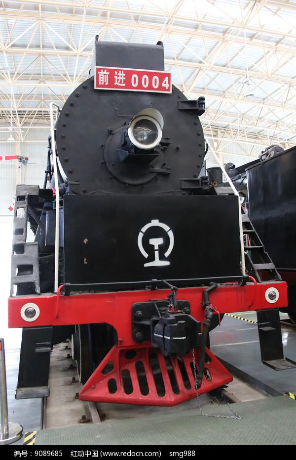 黑色前进火车车头图片