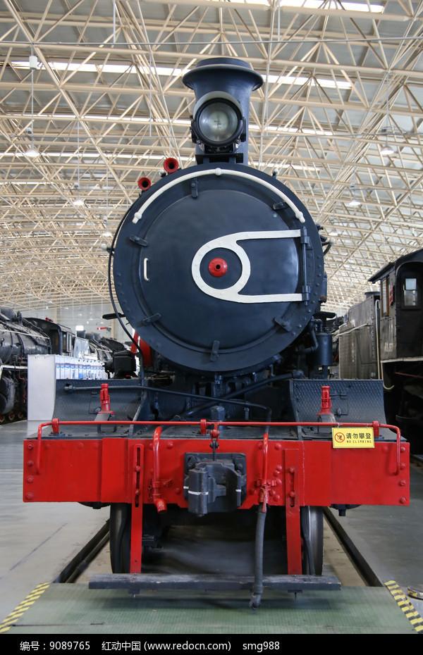 黑色蒸汽机火车头图片