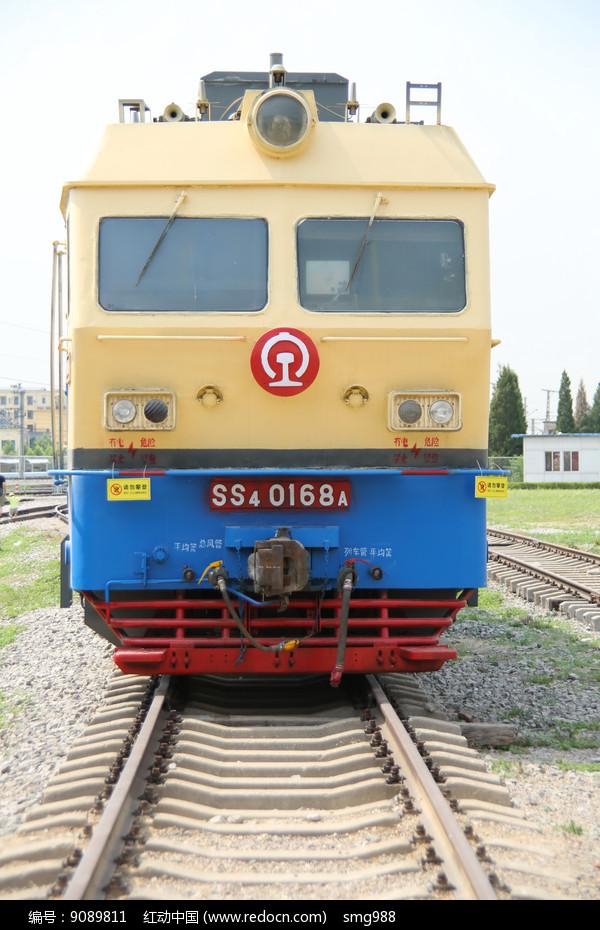 黄色的内燃机火车头图片