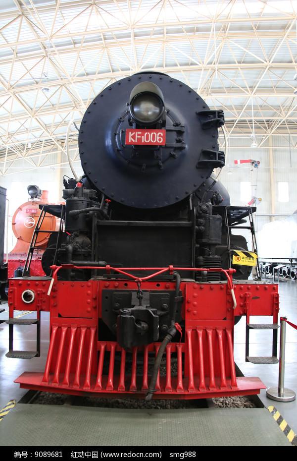 老式黑色的火车车头图片
