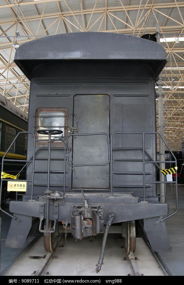 老式黑色火车车尾箱图片