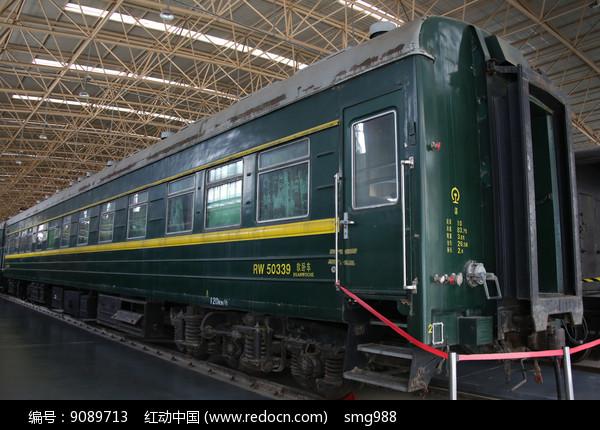 绿皮的火车车厢图片