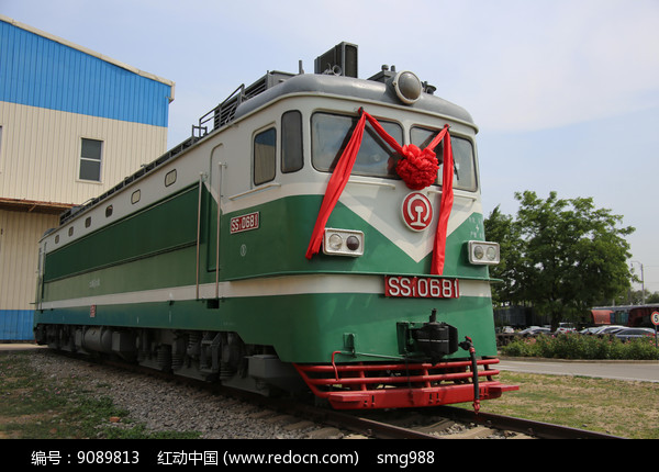 绿色的国产内燃机火车图片