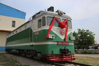 绿色的国产内燃机火车