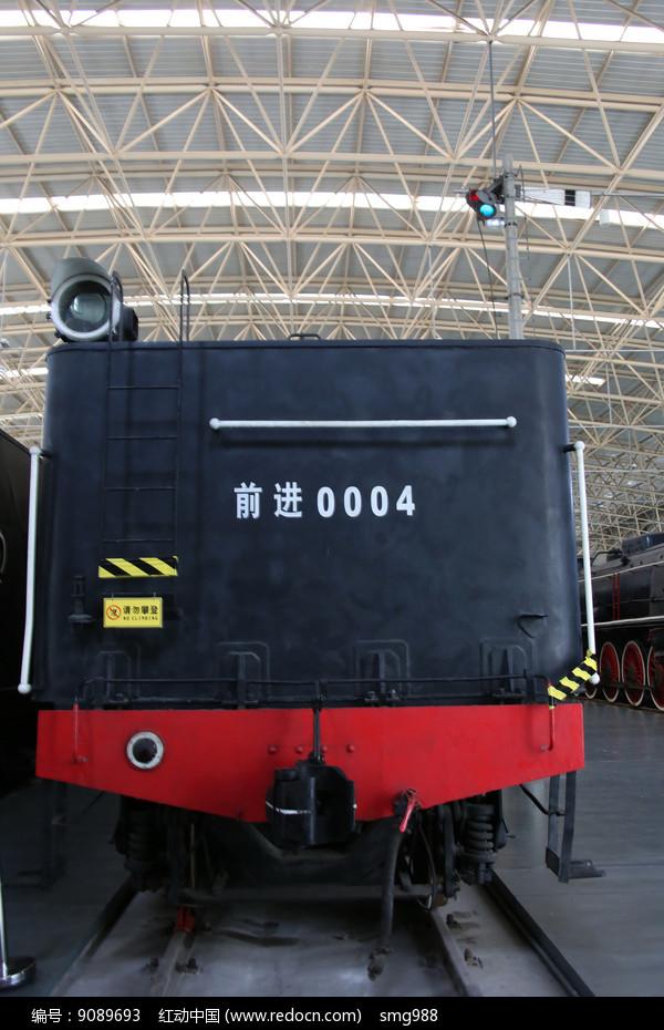 前进火车车头图片