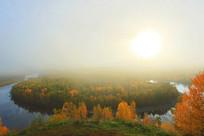 林海河流岛晨雾秋景