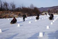 大兴安岭特色的滑冰车比赛