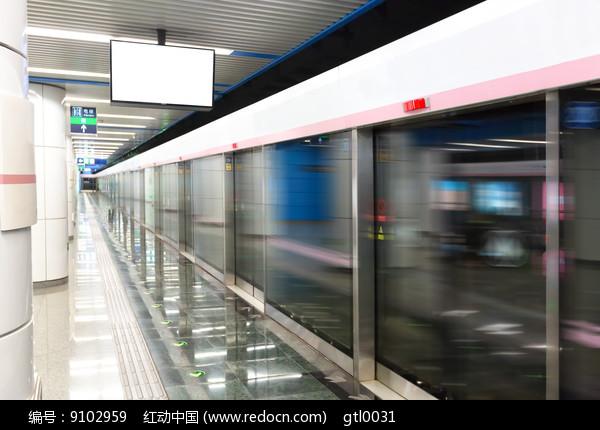 地铁站月台图片